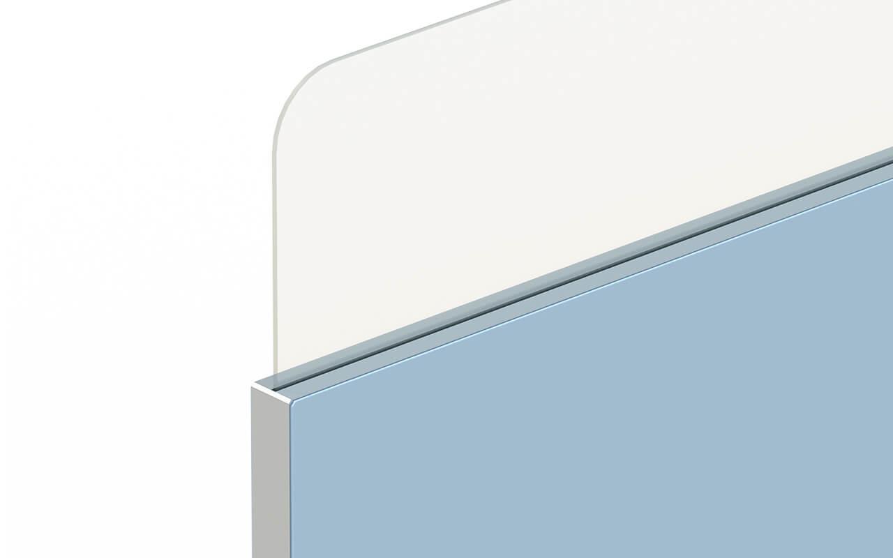 Trennwand basic mit Softecke und Acryltopper Lucia - Nahaufnahme der Oberkante der Trennwand und mit Acryltopper